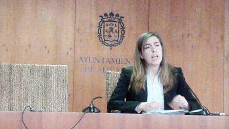 La concejal de Guanyar Alacant Nerea Belmonte en rueda de prensa