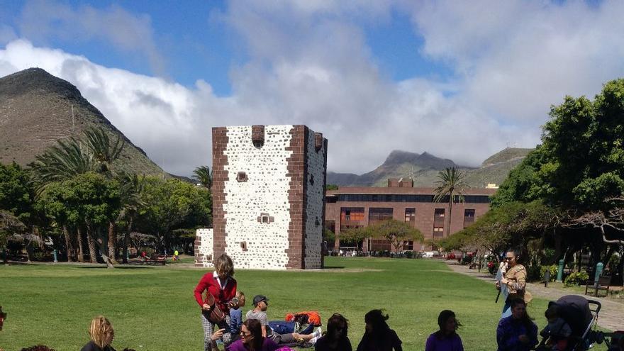 Concentración junto a la Torre del Conde, en San Sebastián de La Gomera