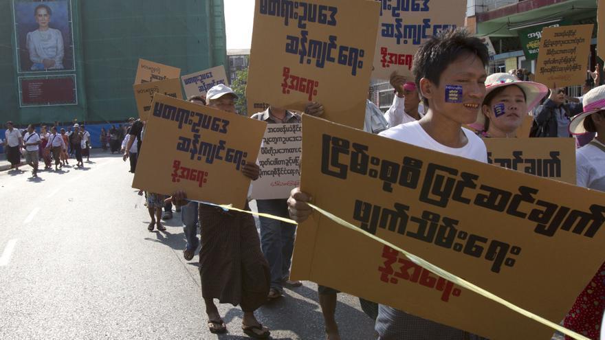 Manifestación por el derecho de reunión y manifestación en Myanmar/ AP Photo/Thein Zaw