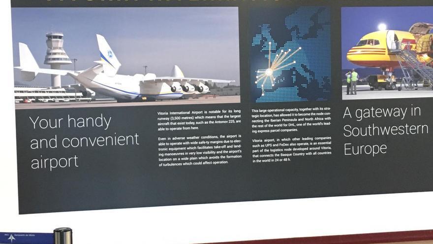 Cartel en el aeropuerto de Foronda (Álava).