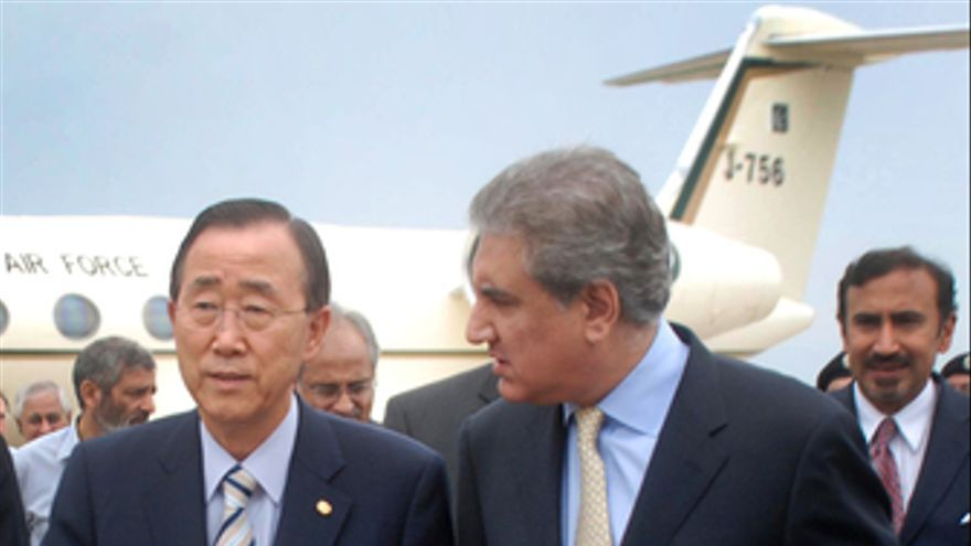 Ban Ki Moon, secretario general de Naciones Unidas, junto con el ministro de ext