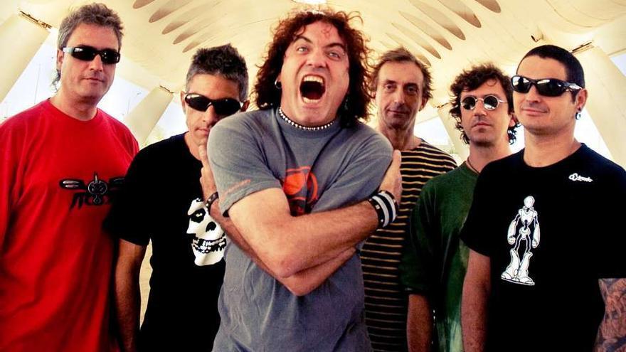 El grupo sevillano de punk rock 'Reincidentes', con Fernando Madina en el centro.