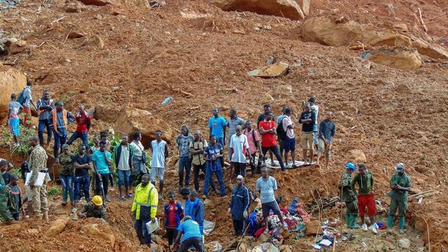 Continúa la búsqueda de unos 600 desaparecidos en Sierra Leona