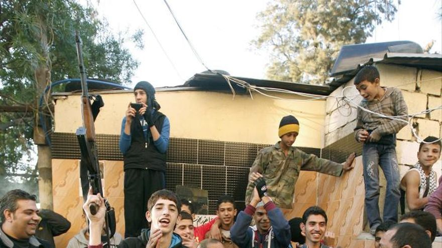 Alegría entre los palestinos refugiados en el Líbano por la muerte de Sharón