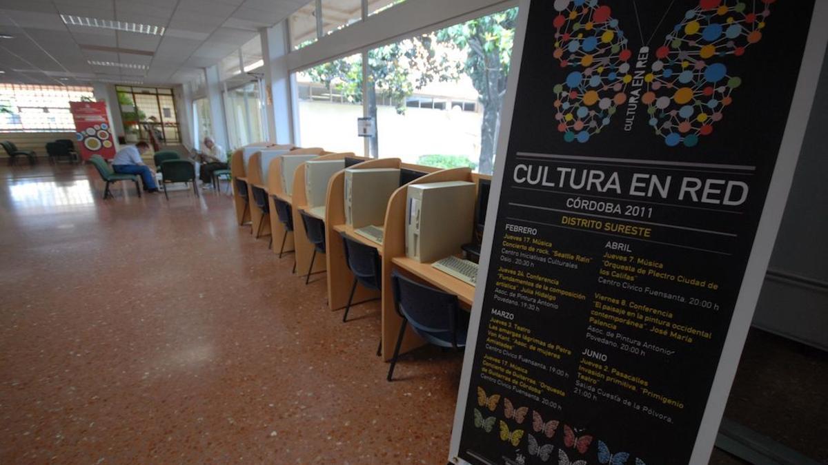 Zona de ordenadores en el centro cívico de la Fuensanta.