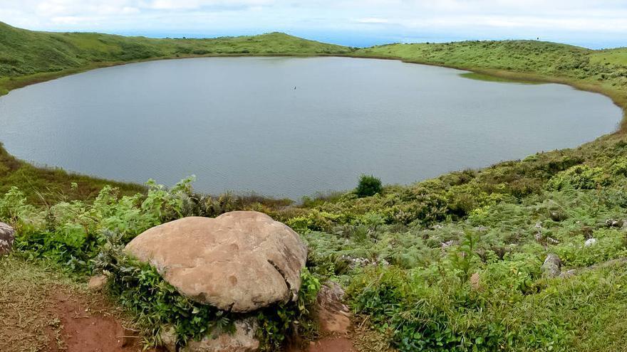 Laguna del Junco, en el interior de la isla de San Cristóbal.