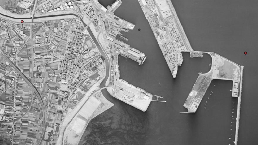 El puerto de Valencia en 1991, en plena ampliación sobre la playa de Natzaret, en una imagen del Instituto Cartográfico de Valencia