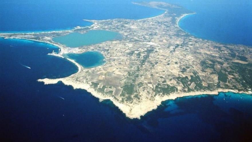 Panorámica aérea de la isla de Formenetera.
