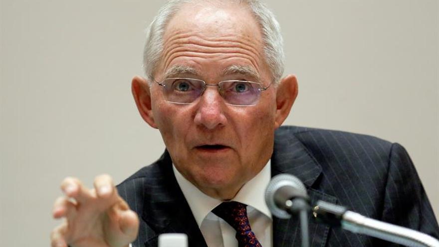 """Schäuble considera que Rajoy ha logrado """"grandes avances"""" en las reformas"""