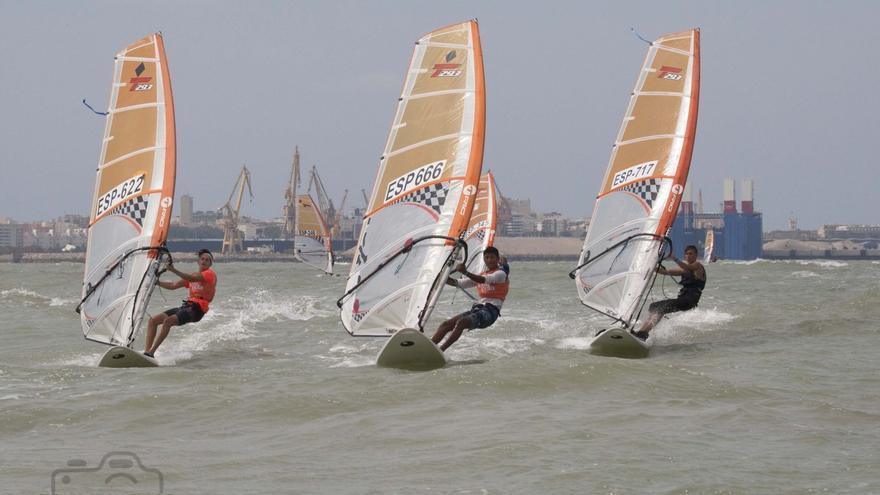 Puerto Sherry acogerá el próximo Mundial de Techno 293 de Windsurf