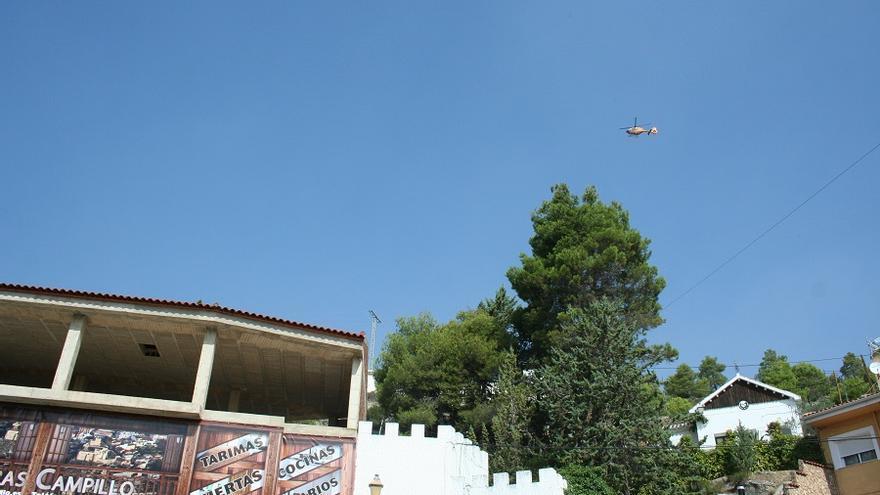La vida en el municipo estos días se acompaña del ruido del ir y venir de hidroaviones y helicópteros.