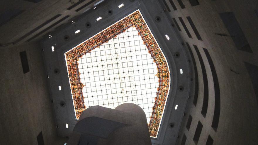La vidriera de Maumejan de La Equitativa, en la plaza de Canalejas
