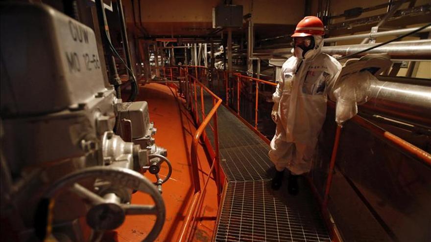 Hallan una pequeña fuga de agua radiactiva en la central de Fukushima Daiichi