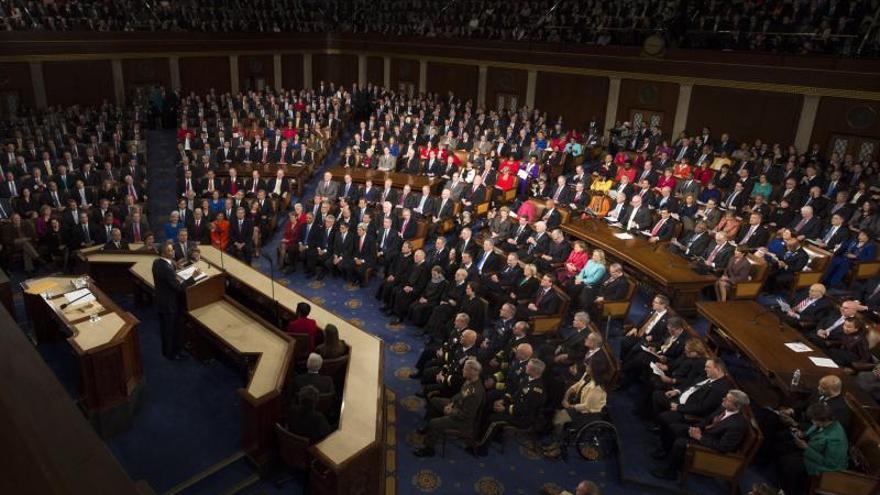 """Obama califica de """"vergüenza"""" el que las mujeres cobren menos que los hombres"""