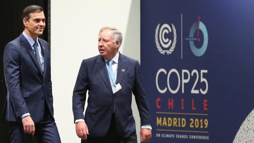 El presidente del Gobierno en funciones, Pedro Sánchez, durante su visita este sábado a las instalaciones que albergarán la COP25 en Ifema. .