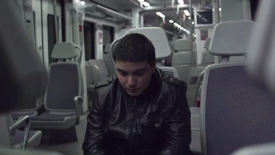 """Adrián, en un fotograma del documental """"Un sitio donde quedarse"""", de Marta Arribas y Ana Pérez."""