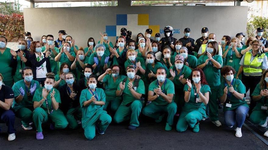 El último aplauso en el HUC al personal sanitario