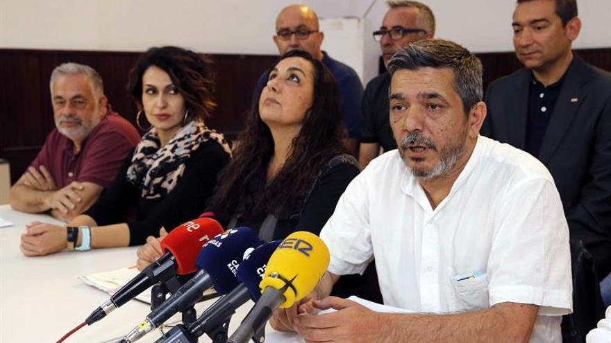 El secretario general de CCOO en Canarias, Carmelo Jorge (d), anunció este martes su candidatura a renovar el cargo. EFE/Elvira Urquijo A.
