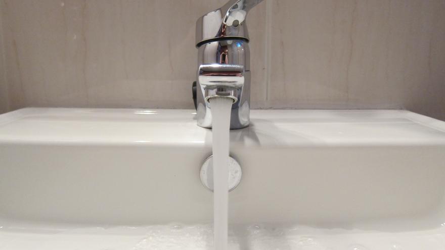 Los andaluces, entre los que menos agua gastaron por persona y día en 2012, con 129 litros