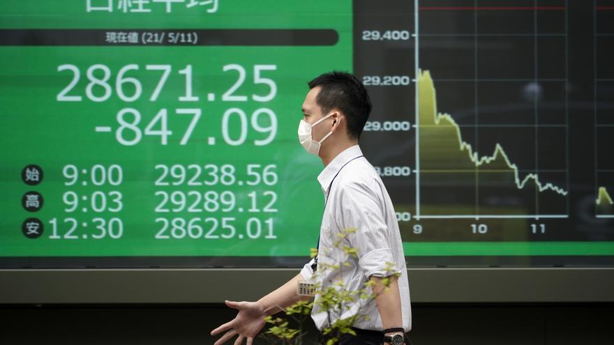 El Nikkei baja un 0,06 % arrastrado por las tecnológicas