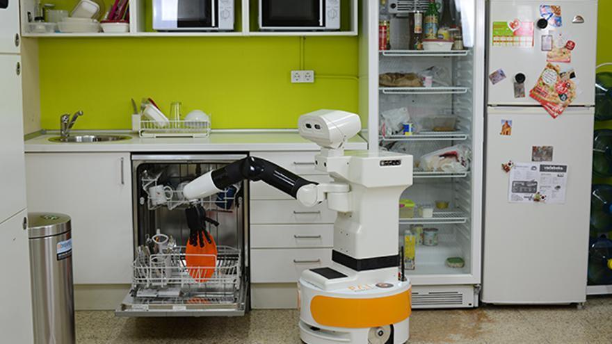 Robot de PAL Robotics en la cocina