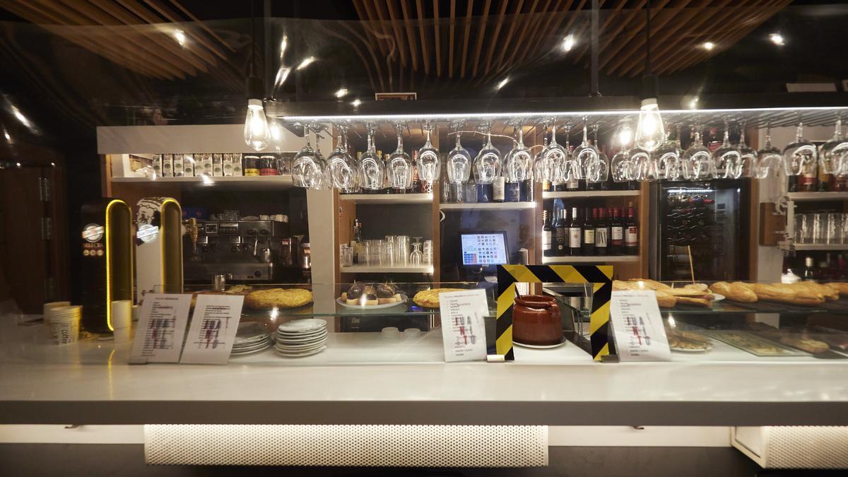 Interior de un bar en Pamplona, Navarra (España), a 17 de diciembre de 2020.