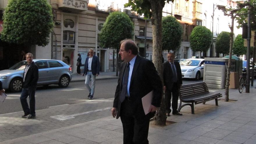 (AMP)Herrera no traslada a los secretarios del PP su deseo de renunciar a la Presidencia y se da un tiempo de reflexión