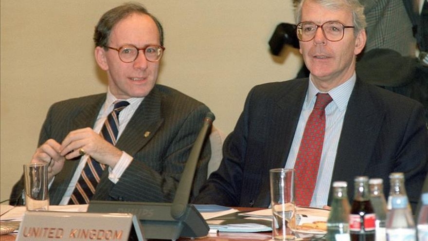 El exministro británico Rifkind abandonará el Parlamento por el caso del cobro por servicios
