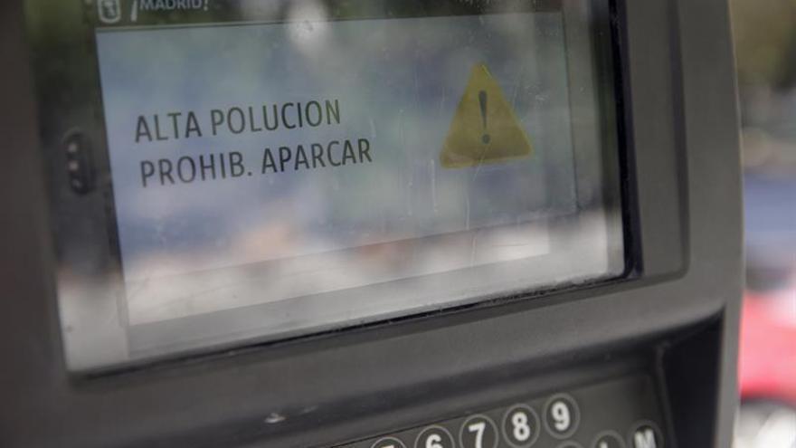 Madrid limita mañana el aparcamiento a los no residentes por la polución