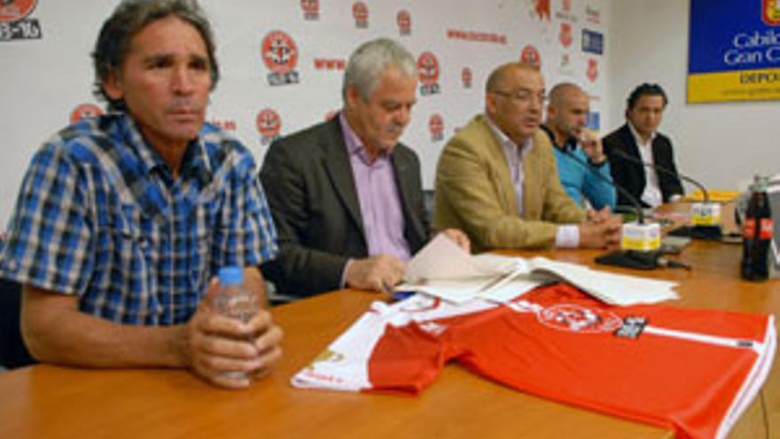 Juani Castillo, Roque Díaz, Tomás Estévez, Paco Jémez y Tinguaro Rodríguez, de izquierda a derecha. (ACFI PRESS)