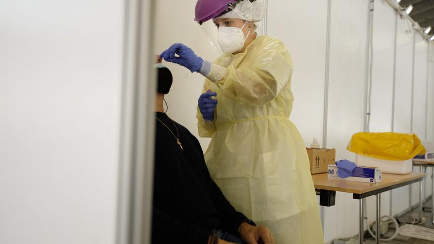 Canarias bate su récord de contagios en un solo día con 638 casos
