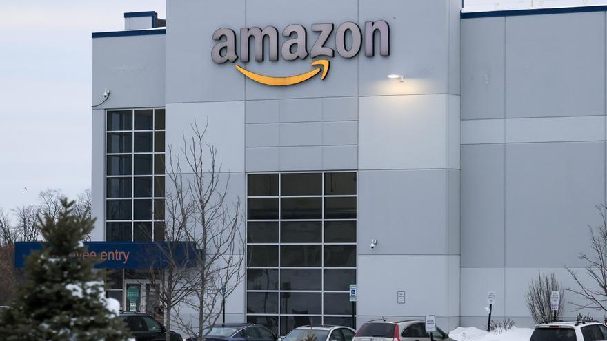 EE.UU. da vía libre a los empleados de Amazon para que formen su primer sindicato