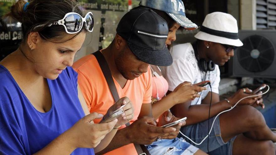 Crecen los casos de menores con adicciones por el uso del móvil y el juego en internet