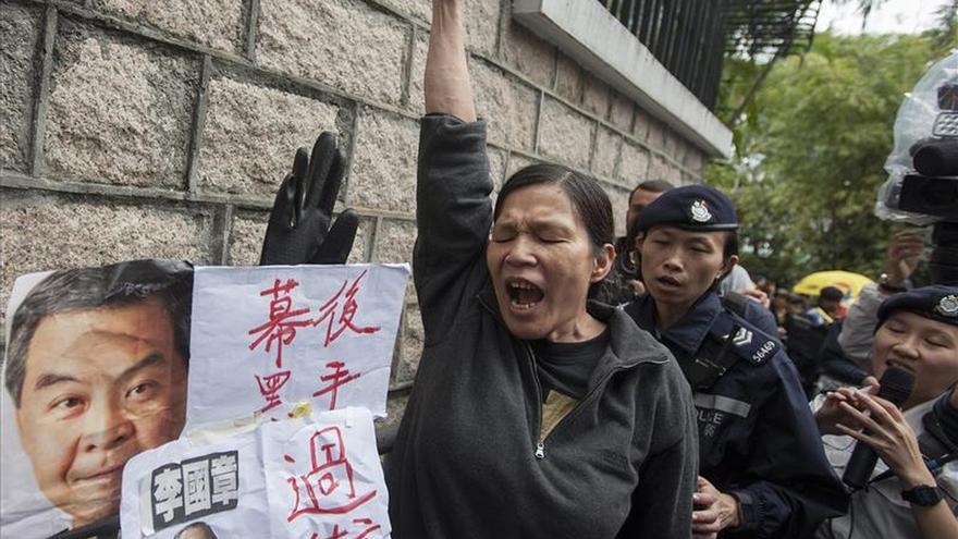 Manifestantes en Hong Kong por la desaparición de cinco libreros críticos con China