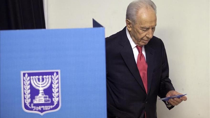 Peres recibe los resultados electorales y empieza las consultas para formar Gobierno