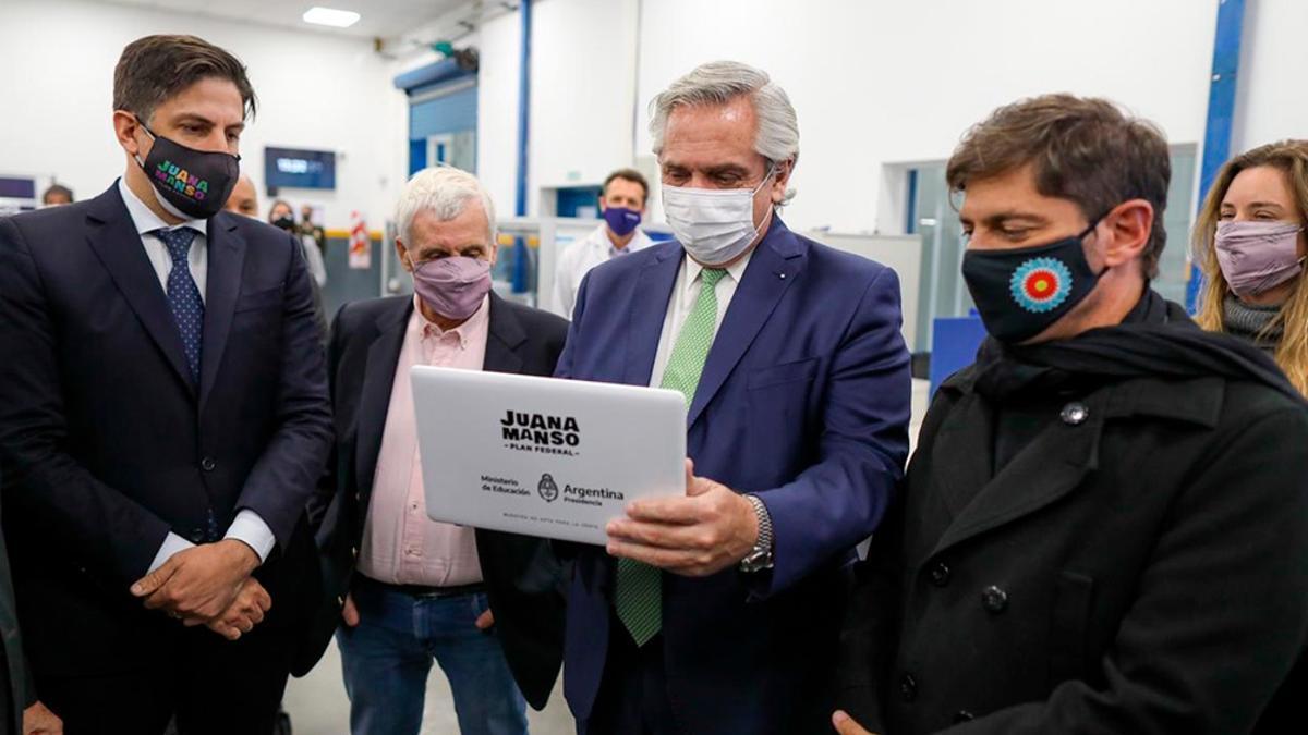 Fernández anunció un plan para la entrega de 633 mil computadoras y le respondió a la Corte Suprema.