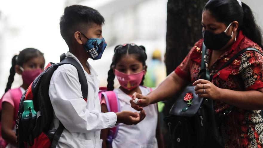 Corte argentina avala abrir los colegios en Buenos Aires, un revés para Fernández