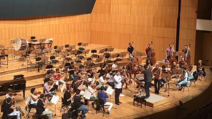 La Sinfónica de la Región recibe al trompetista venezolano Pacho Flores en su primer concierto de abono en el Auditorio regional