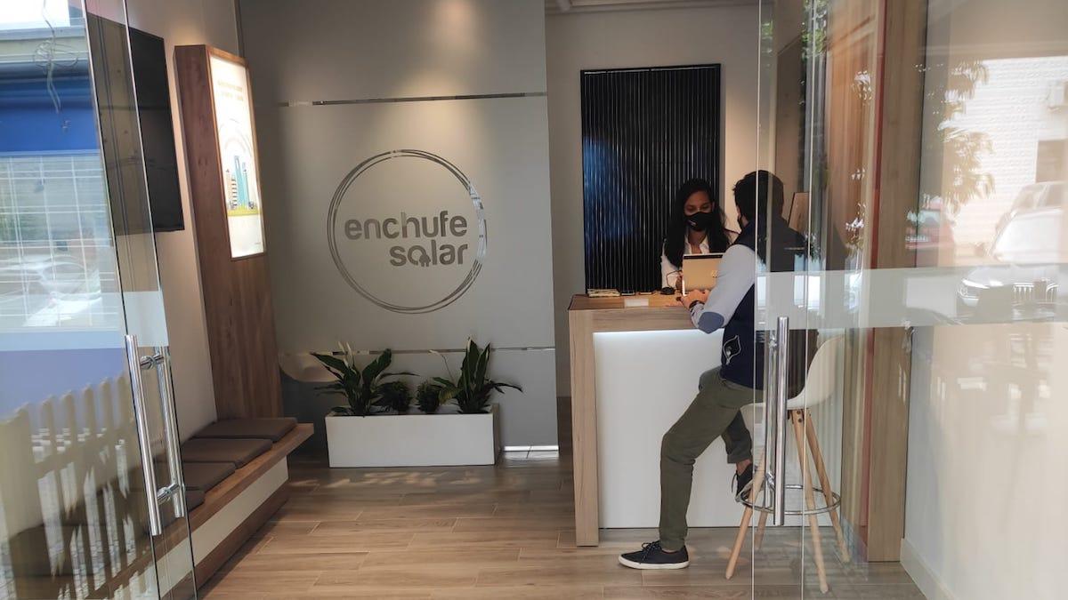 Imagen de la tienda que ha abierto en Córdoba Enchufesolar.