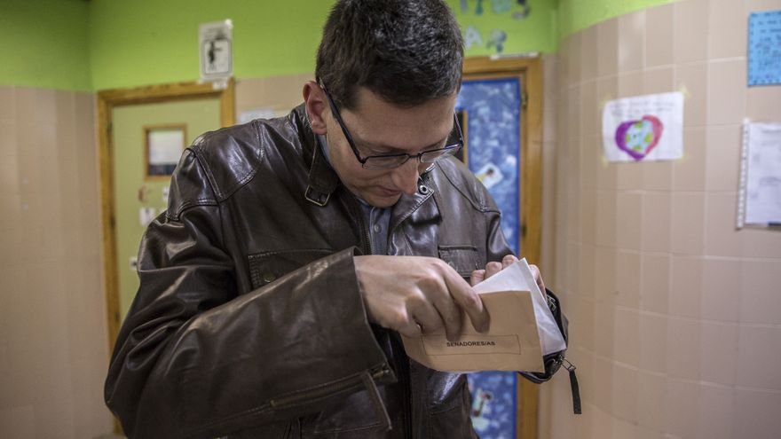 Andrés Ortiz, que votó el 28A por primera vez tras ser incapacitado hace una década.