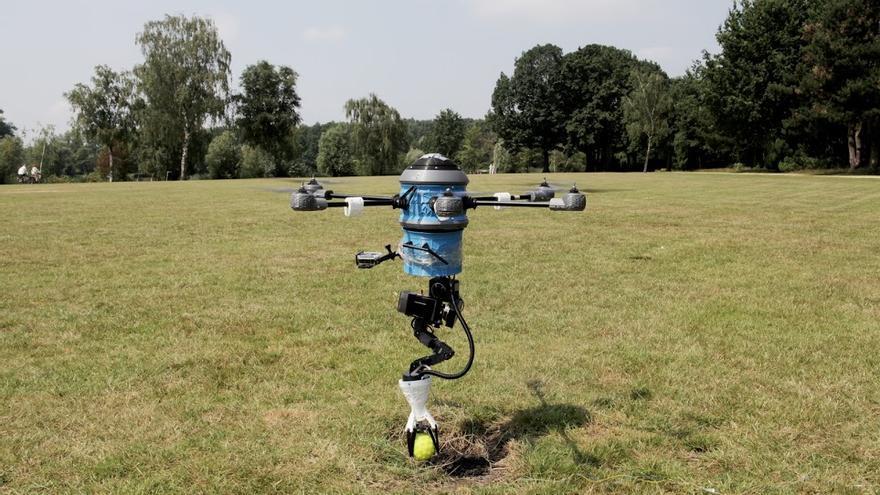 Mine Kafon sobrevuela la zona, elabora un mapa, detecta las minas y las destruye colocando sobre ellas un detonador | Imagen cedida