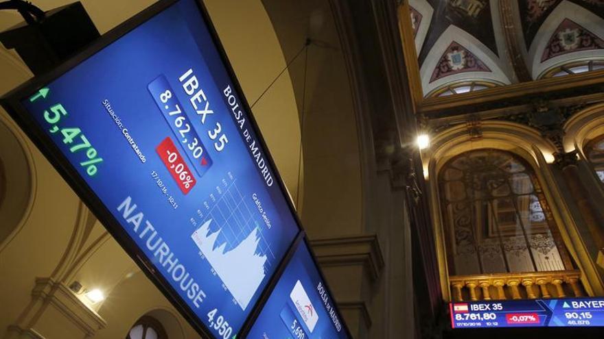 El ÍBEX 35 sube el 0,28 % en la apertura y alcanza los 8.890 puntos