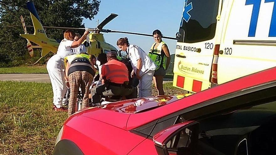 Herido grave un motorista al salirse de la vía en Valcarlos