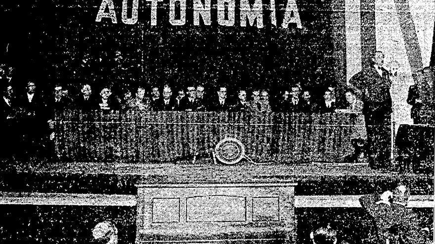 Intervención de Castelao en un mitin por la autonomía en el Teatro Rosalía de Castro de A Coruña el 9 de junio de 1936