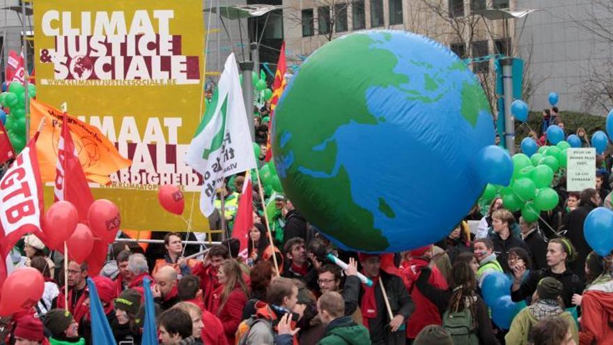 Manifestación durante la Conferencia de la ONU sobre el Cambio Climático, en Bruselas, Bélgica.