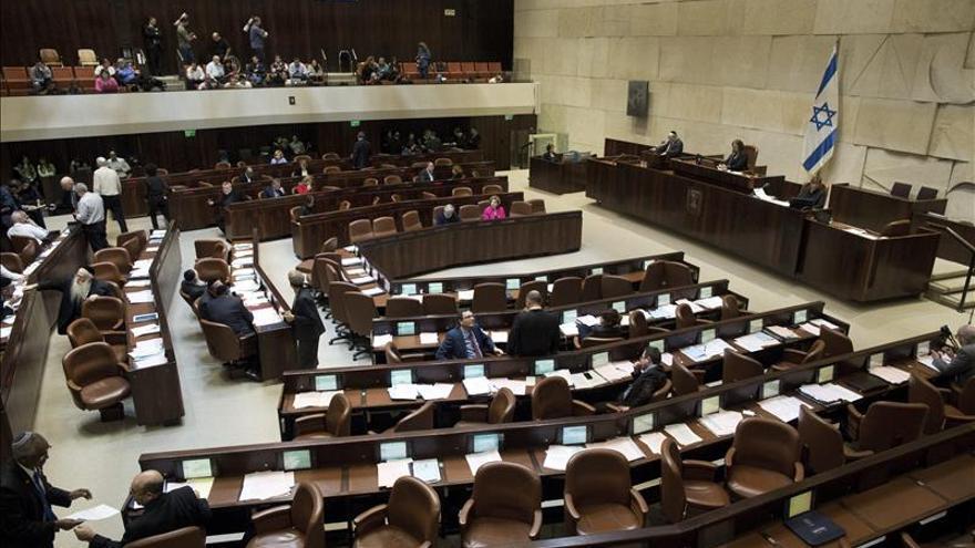 Kneset suspende a vicepresidente tras acusaciones de drogas y prostitución
