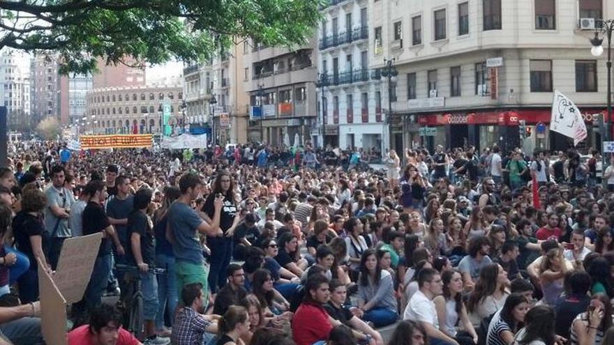 Un momento de la manifestacion contra la Lomce en valencia