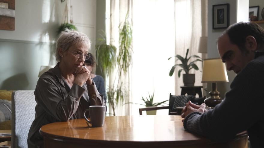 Escena de 'Maixabel' en la que los protagonistas se encuentran