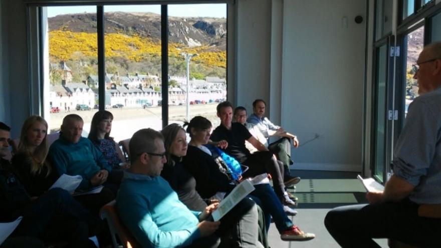 Reunión de trabajo para conocer la experiencia de las Tierras Altas de Escocia.