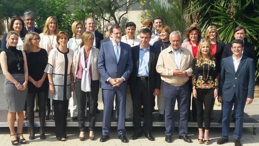"""Rajoy recalca que la """"alternativa"""" al PP son gobiernos """"débiles"""", """"peleados entre ellos"""" y """"paralizados"""""""